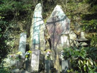 20081230_興亜観音・七士の碑05.jpg