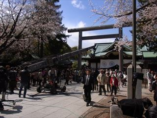 20140405_靖国神社と桜05_320.JPG