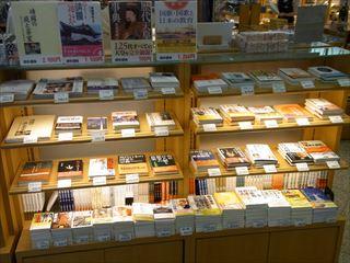 靖国神社 遊就館 売店 本3_20130914_320.JPG